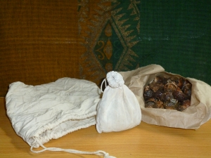 Soap nuts in refillable calico bags